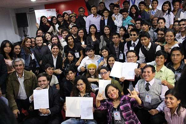 Presentan Agenda Nacional de Juventudes a Fuerza Popular y Peruanos por el Kambio