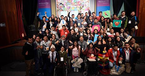 Ministro Alfaro llama a construir la agenda del joven del Bicentenario